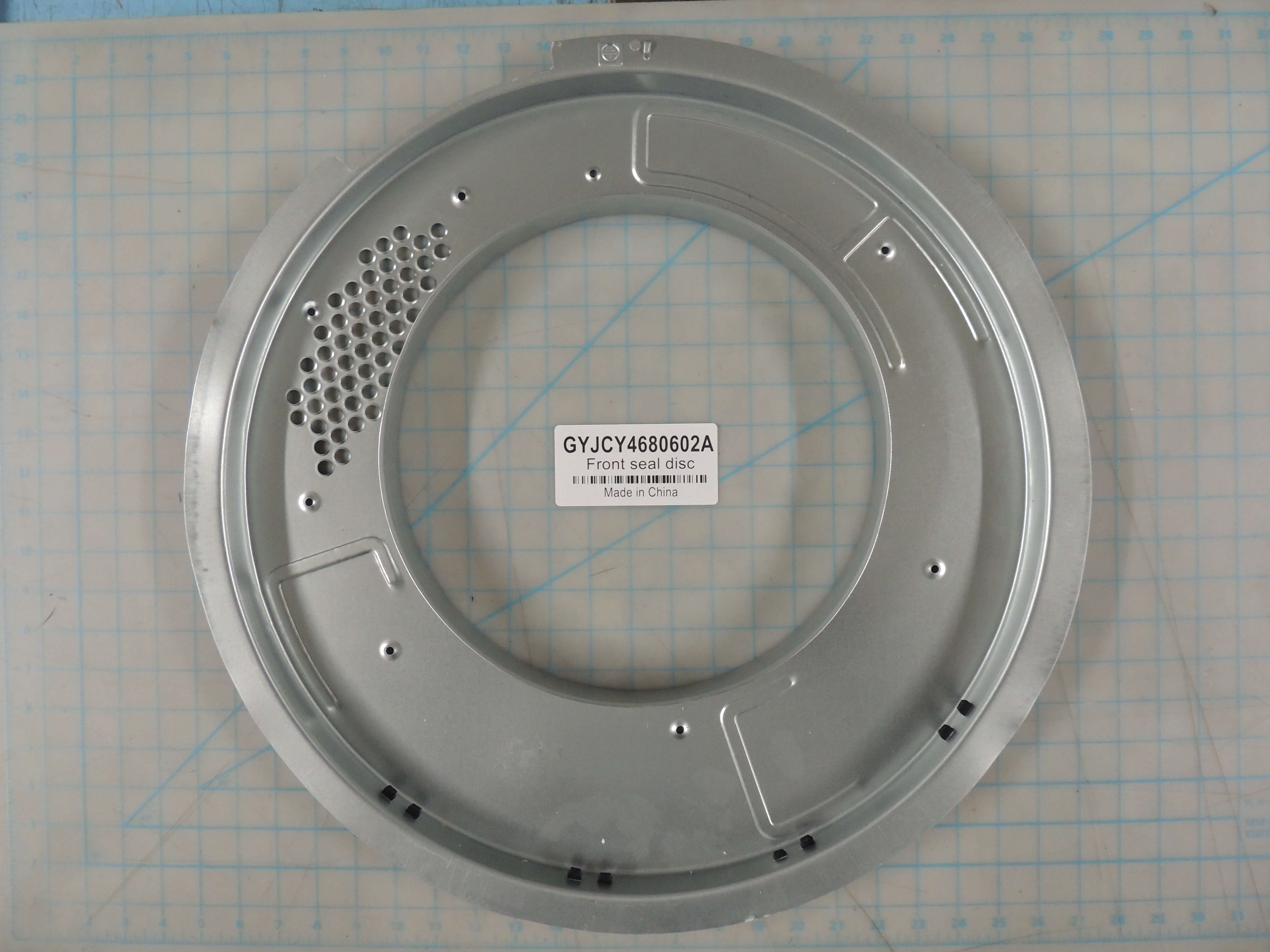 Front seal disc
